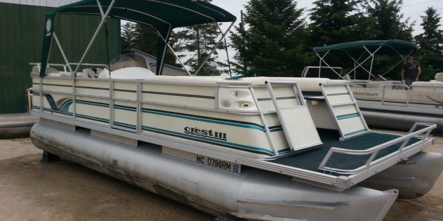 1999 22′ Crest III Pontoon 50hp Mariner 4-Stroke $13,900