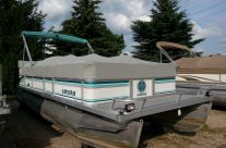 1995 22′ Crest Pontoon with 40hp Mariner Motor