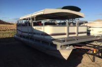 1988 20′ Manitou Pontoon with a 28 hp. Evinrude Motor
