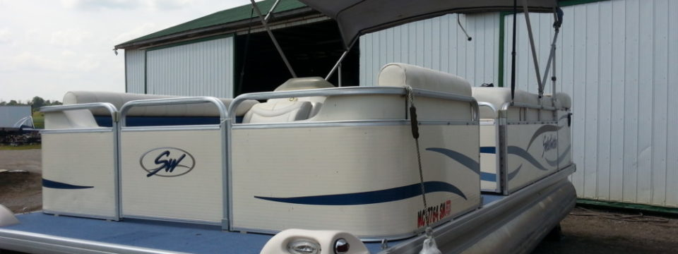 2004 20′ Sweetwater Pontoon 50hp. Mercury Motor