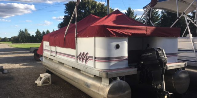 1995 18′ Sweetwater Pontoon with a 40hp. Johnson 2-Stroke