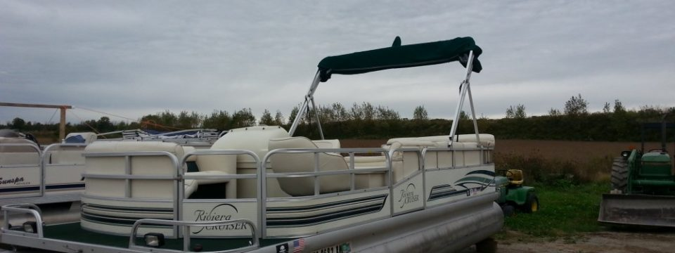 1998 20′ Riviera Cruiser Pontoon with a 40hp Yamaha 2-stroke