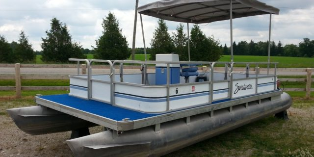 1987 20 Sweetwater Pontoon with a 25hp Evinrude