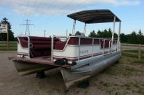 1994 22′ SeaHunt Pontoon with a 40hp Honda