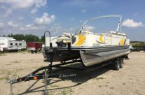 2008 22′ Suncruiser Pontoon with a 60hp Mercury