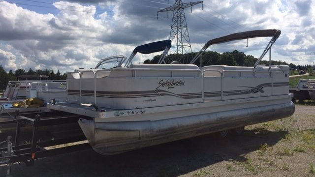 2001 22′ Sweetwater with a 40hp Honda