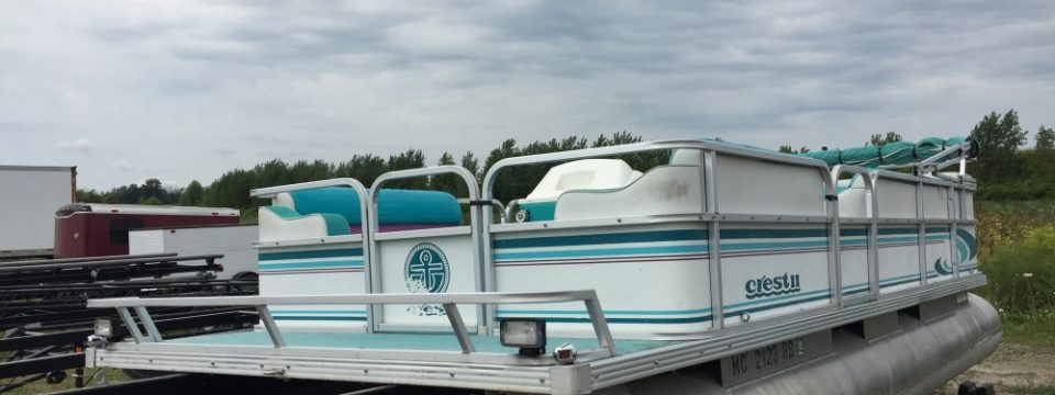 1995 22′ Crest Pontoon ( No Motor )