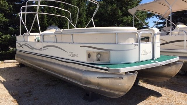 2003 25′ Odyssey Pontoon 50hp Johnson 2-stroke