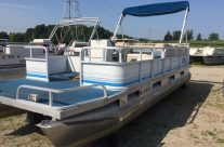 1992 24′ Riviera Crusier Pontoon 40hp Evinrude