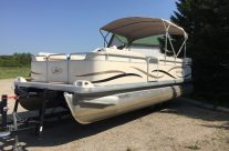 2005 22′ Sweetwater Pontoon 70 hp Suzuki 4-stroke
