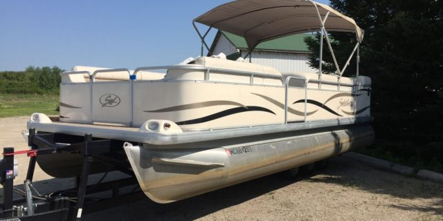 2005 22′ Sweetwater Pontoon (No Motor)