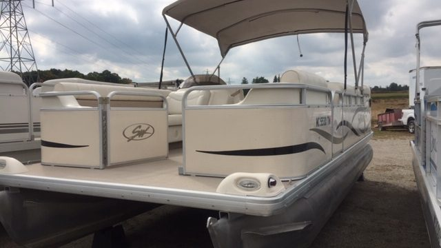 2004 20′ Sweetwater Pontoon 50hp Yamaha 4-stroke