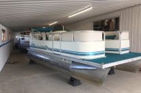 2000 18′ Seahunt Pontoon with a 40hp Evinrude 4 Stroke
