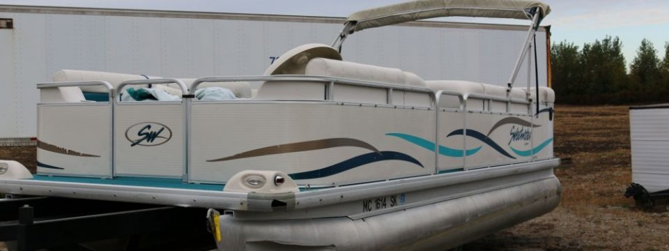 2003 22′ Sweetwater Pontoon with a 40 hp Mercury 2 stroke
