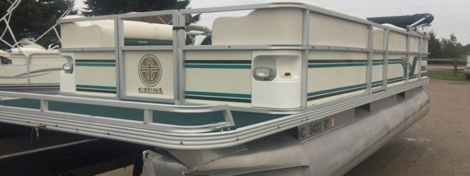 2000 21′ Crest II Pontoon with a 50hp Johnson 2-Stroke