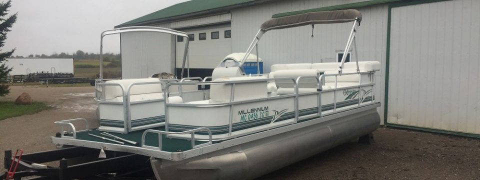 SOLD Pending Review – 2000 21′ Odyssey Pontoon with a 40hp Nissan 2-Stroke