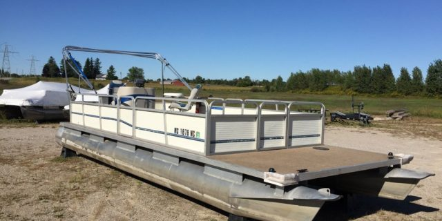 24′ Playbouy Pontoon(No Motor )