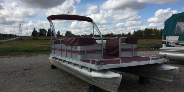 1987 20′ Harris Sunliner Pontoon 40hp Evinrude