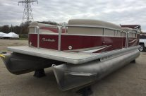 2012 22′ Sweetwater Pontoon with a 50hp Honda