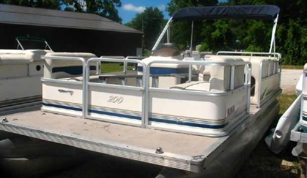 2003 20′ SunTracker Pontoon 40hp Merc